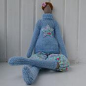 Куклы и игрушки ручной работы. Ярмарка Мастеров - ручная работа Тильда в голубом  свитере и чулках. Handmade.