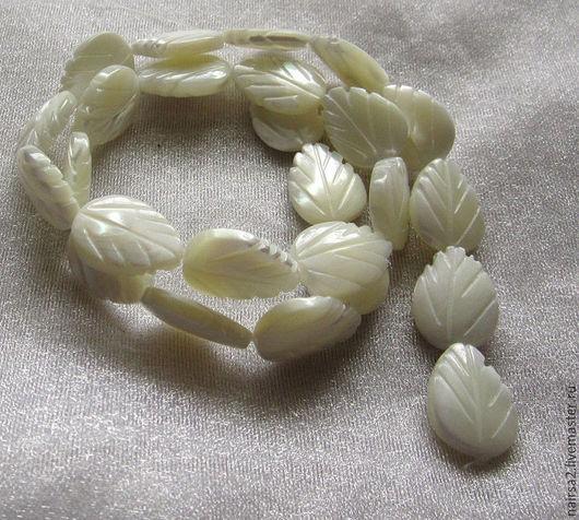 Бусины-листики из перламутра (белые)