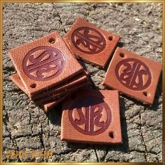 Визитки ручной работы. Ярмарка Мастеров - ручная работа. Купить Бирка из натуральной кожи, размер 20х20 мм. Handmade. Коричневый