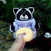 Куклы и игрушки ручной работы. Ярмарка Мастеров - ручная работа Енот просительный. Handmade.