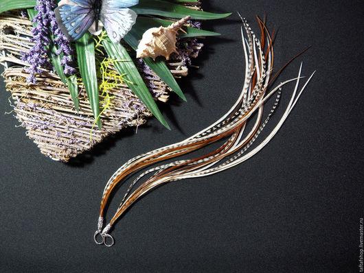 Серьги с перьями - необычное украшение в стиле бохо! Серьги ручной работы прекрасно смотрятся и перо, мм! Яркие серьги с перьями предадут вашему образу интригующую изюминку и сделают его незабываемым!