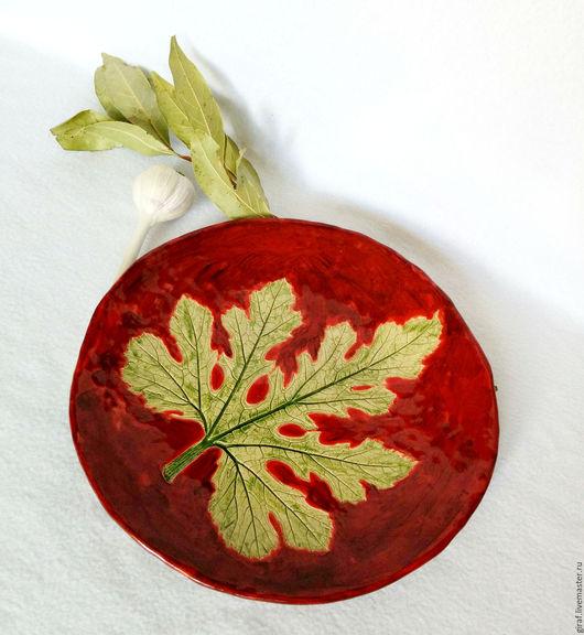 """Тарелки ручной работы. Ярмарка Мастеров - ручная работа. Купить Блюдо """"Красное"""". Керамика.. Handmade. Бордовый, люси люсич, подарок"""