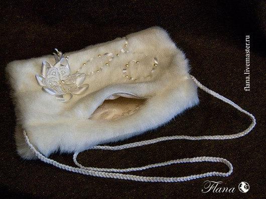 Свадебные аксессуары ручной работы. Сумочка-муфта для зимних невест. Индивидуальный дизайн, Флана