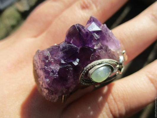 кольцо `Каменный цветок` цена 3500 аметист,друза,хризопраз