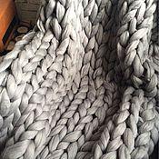 Для дома и интерьера ручной работы. Ярмарка Мастеров - ручная работа Супертолстый вязаный плед Kozaa`s Bags 100x150 см (s) серый. Handmade.