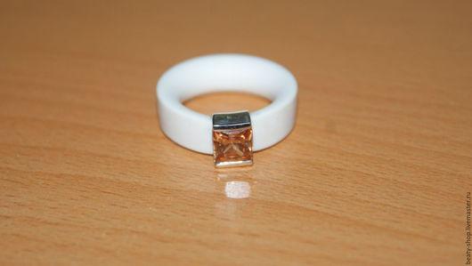 Кольца ручной работы. Ярмарка Мастеров - ручная работа. Купить Кольцо каучук с серебром 925. Handmade. Белый, кольцо с камнем
