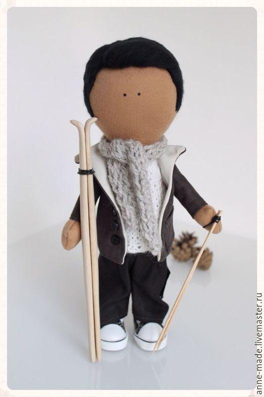 Человечки ручной работы. Ярмарка Мастеров - ручная работа. Купить Текстильная кукла Лыжник. Handmade. Темно-серый, подарок юноше