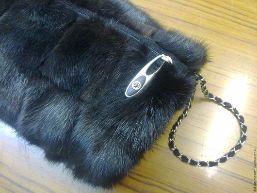 Женские сумки ручной работы. Ярмарка Мастеров - ручная работа. Купить Сумка- муфта натуральный мех в стиле Chanel. Handmade.