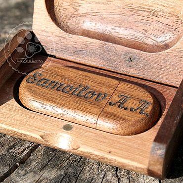 Сувениры и подарки ручной работы. Ярмарка Мастеров - ручная работа Флешка тёмное дерево с чёрной гравировкой 32 гб (под заказ 64 гб).. Handmade.