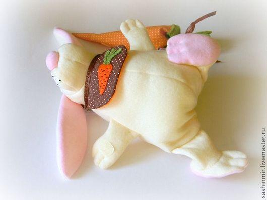 Игрушки животные, ручной работы. Ярмарка Мастеров - ручная работа. Купить Зайка с морковкой. Handmade. Заяц, кролик, игрушка в кроватку