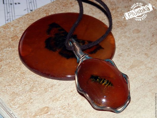 Кулоны, подвески ручной работы. Ярмарка Мастеров - ручная работа. Купить Подвеска из смолы с осой в медной оправе. Handmade. Оранжевый