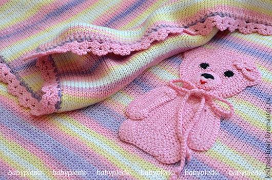 """Пледы и одеяла ручной работы. Ярмарка Мастеров - ручная работа. Купить Вязаный детский плед """"Полосатое настроение"""". Handmade. Разноцветный"""