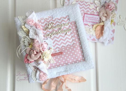 """Подарки для новорожденных, ручной работы. Ярмарка Мастеров - ручная работа. Купить """"Мамины сокровища"""" для девочки. Handmade. Белый, шебби лента"""