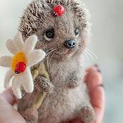 handmade. Livemaster - original item Felted toy hedgehog and Daisy. Handmade.