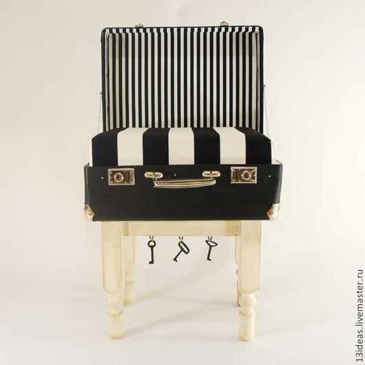 Мебель ручной работы. Ярмарка Мастеров - ручная работа. Купить Табурет-сундук-столик, из винтажного чемодана. Handmade. Чёрно-белый