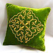 Для дома и интерьера ручной работы. Ярмарка Мастеров - ручная работа Диванная подушка Золотое шитье - Зеленый луг. Handmade.
