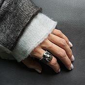 Украшения ручной работы. Ярмарка Мастеров - ручная работа Серое кожаное кольцо с черепом SWAROVSKI. Handmade.
