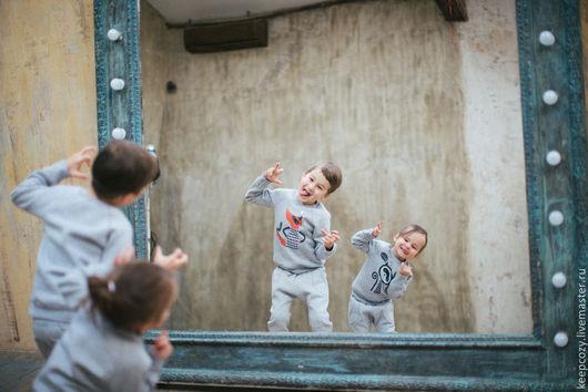 Одежда для мальчиков, ручной работы. Ярмарка Мастеров - ручная работа. Купить Трикотажный костюм с иллюстрацией Лис. Handmade. Серый, штаны