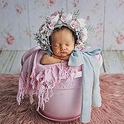 Работы для детей, ручной работы. Ярмарка Мастеров - ручная работа Шапочка для фотосессии новорождённой с цветочным декором. Handmade.