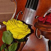 """Цветы и флористика ручной работы. Ярмарка Мастеров - ручная работа Розамелия """"Музыка сердца"""" желтая на низкой подставке. Handmade."""