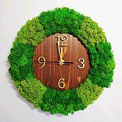 Часы классические ручной работы. Ярмарка Мастеров - ручная работа Часы из массива обрамлённые мхом. Handmade.