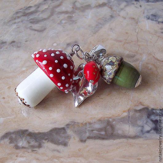"""Кулоны, подвески ручной работы. Ярмарка Мастеров - ручная работа. Купить Кулон """"Мухомор и желудь"""", лэмпворк (lampwork), серебро 925. Handmade."""