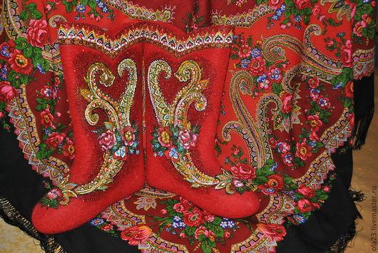 Можно заказать в комплекте с платком. Павло-посадский дизайнерский платок (100% шерсть, размер 149 х 149)) стоит 2300.