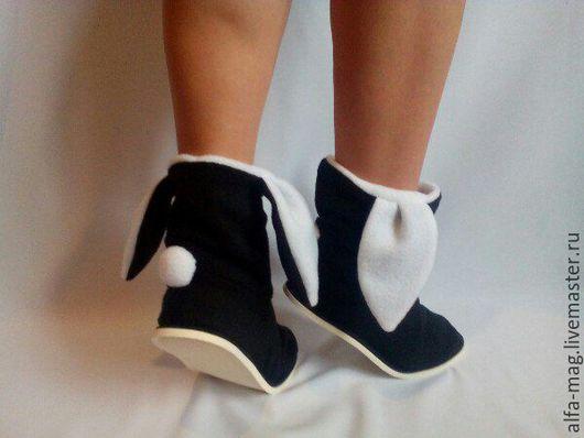 """Обувь ручной работы. Ярмарка Мастеров - ручная работа. Купить Тапочки- Зайчики """" Black & White """". Handmade."""