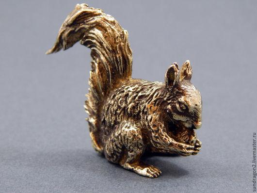 """Миниатюрные модели ручной работы. Ярмарка Мастеров - ручная работа. Купить миниатюра фигурка """"Белка"""" бронза ручной работы. Handmade."""