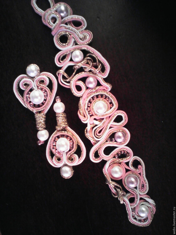 Бледно розовое  бижутерия