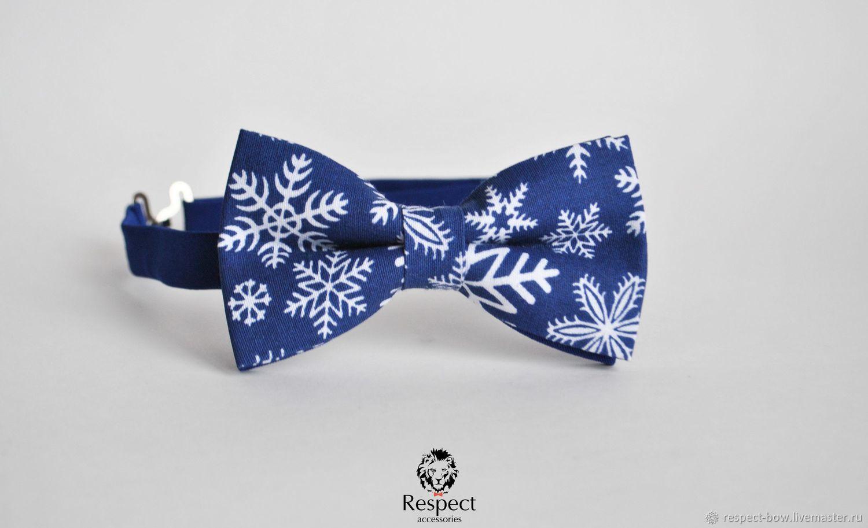 Синяя бабочка галстук с красивым зимним узором Crystal Ice станет замечательным подарком на новый год для Ваших друзей, родных и близких.