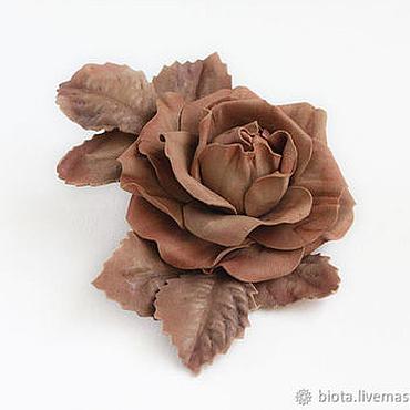 Украшения ручной работы. Ярмарка Мастеров - ручная работа Брошь бежевая роза из фоамирана. Светло-коричневый цветок брошь. Handmade.