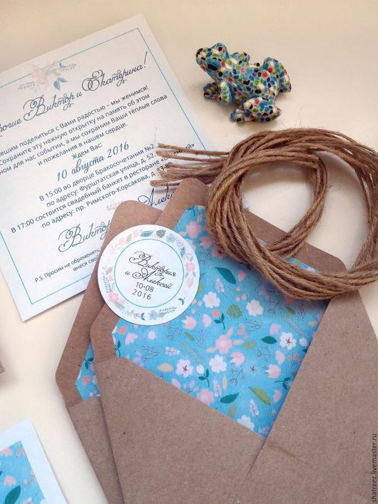 Свадебные аксессуары ручной работы. Ярмарка Мастеров - ручная работа. Купить приглашения в крафт конвертах с мелкими цветами. Handmade. Голубой