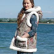Одежда ручной работы. Ярмарка Мастеров - ручная работа Жилетка из овчины с капюшоном «Лесное озеро». Handmade.