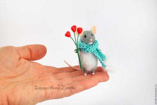 Миниатюра ручной работы. Ярмарка Мастеров - ручная работа. Купить Мышка с сердечками. Handmade. Белый, мышка белая, мыши
