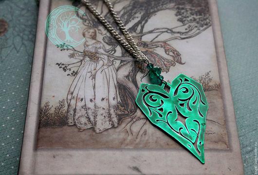 """Кулоны, подвески ручной работы. Ярмарка Мастеров - ручная работа. Купить Кулон """"Зеленое сердце"""". Handmade. Фентези, зеленый, лак"""