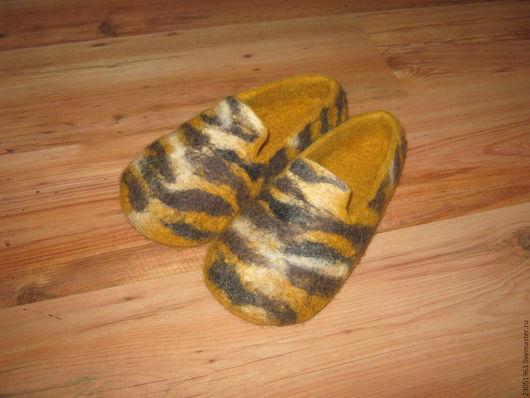 """Обувь ручной работы. Ярмарка Мастеров - ручная работа. Купить Тапочки из шерсти """"Тигры идут"""". Handmade. Комбинированный, тапочки домашние"""