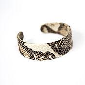 Украшения ручной работы. Ярмарка Мастеров - ручная работа Браслет из кожи под змею на металлической основе. Handmade.