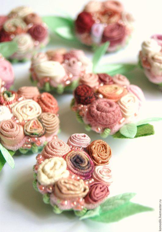 мини-брошь `Сад розовых роз`