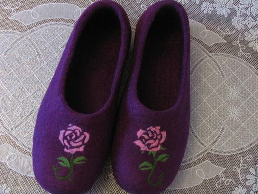 Обувь ручной работы. Ярмарка Мастеров - ручная работа. Купить тапочки валяные из тонкой мериносовой шерсти с розочкой. Handmade.