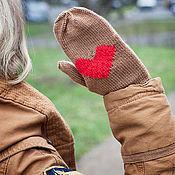 Аксессуары ручной работы. Ярмарка Мастеров - ручная работа Варежки вязаные Влюбленные (коричневый, красный). Handmade.