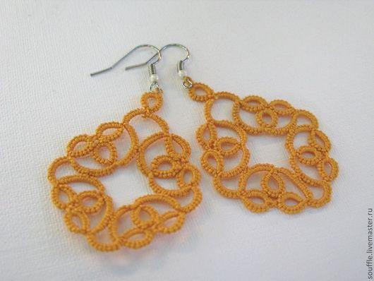 Ажурные, кружевные серьги оранжевого цвета. Кружево ручной работы. Фриволите.