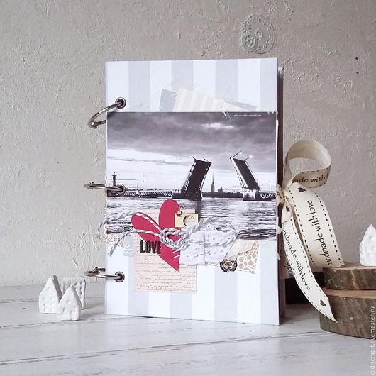 """Фотоальбомы ручной работы. Ярмарка Мастеров - ручная работа. Купить Тревелбук """"Питер"""". Handmade. Серый, путешествие, в поездку, кольца металлические"""