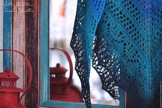 Шали, палантины ручной работы. Ярмарка Мастеров - ручная работа. Купить Вязаная шаль РАКУШКА. Handmade. Синий, морская тематика
