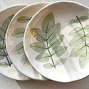 Тарелки ручной работы. Ярмарка Мастеров - ручная работа Тарелки с листьями шиповника. Handmade.