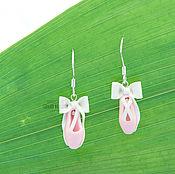 Серьги классические ручной работы. Ярмарка Мастеров - ручная работа Серебряные серьги бледно-розовые пуанты для балерины из поилмерной. Handmade.