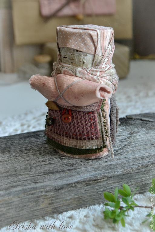 """Народные куклы ручной работы. Ярмарка Мастеров - ручная работа. Купить кукла-оберег Берестушка """"Веснушка"""".. Handmade. Розовый, лен"""