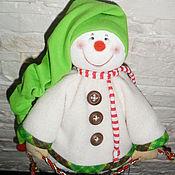Куклы и игрушки ручной работы. Ярмарка Мастеров - ручная работа Кукла. Снеговик в зеленом колпачке. Handmade.