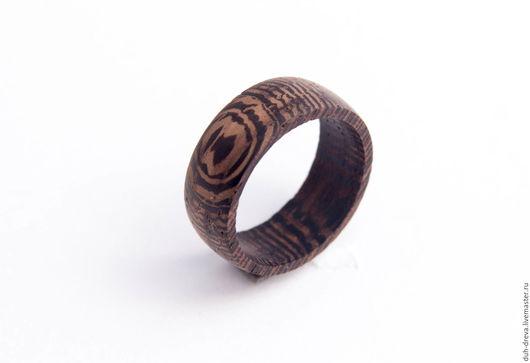 Кольцо из дерева венге