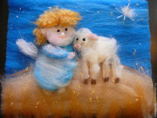 Ангелок обнимает овечку под Рождественской звездой! :)